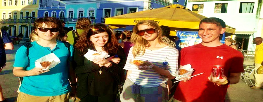 turistas comendo
